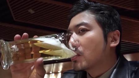 冒险雷探长:带美女向导去酒吧happy的雷探长,发现还有中国茅台,啤酒要25一杯