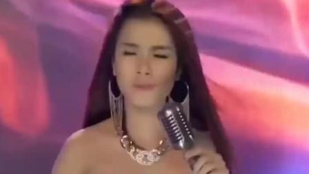 越南美女现场翻唱《雨蝶》,原来越南语也能这么好听!