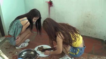 农村美女和她的朋友野外煮辣椒和香茅油炒蜗牛