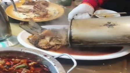 一家人在广东聚餐,等到最后的压轴菜上来,见