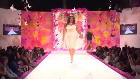 大码美女走秀,白色吊带长裙,宛若仙女一般