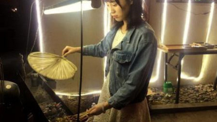 韩国网红美女烧烤,吃了她的烧烤,我感觉要重新定义烧烤了。卖的好,不单是人长得好看,是有核心技术的。