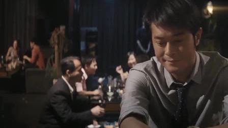 单身男女:小伙酒吧消愁,美女们抢着去陪他,小伙却一个都不想要