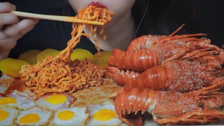 吃播:韩国美女吃货试吃白灼大龙虾,配上芝士火鸡面,吃得特别香