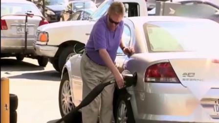 """加油管要""""爆""""了,女司机反应太激动,结果是"""