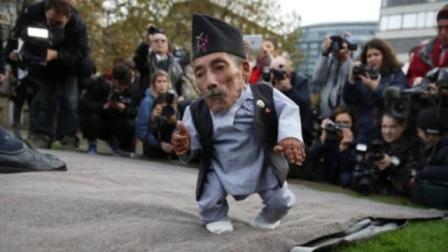 世界上最矮小的男人,成为了超级巨星,想要娶