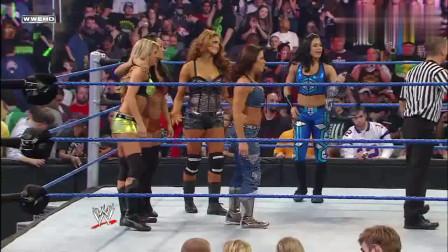 WWE:美国大兵真疯狂,专门从部队里面出来看美