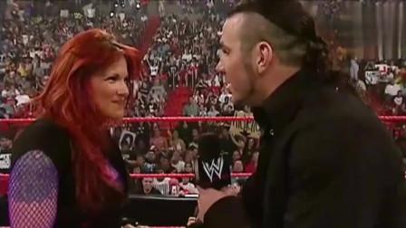 WWE:哈迪现场浪漫求婚,没想到红魔凯恩突然出
