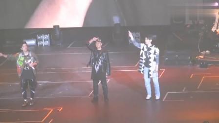 周杰伦演唱会香港站,现场演唱《菊花台》音乐一起,现场就沸腾了