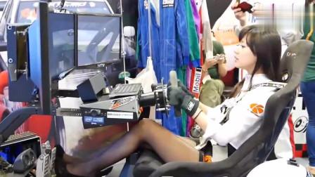 女司机玩赛车游戏,第一次见女生操作方程式赛车模拟器