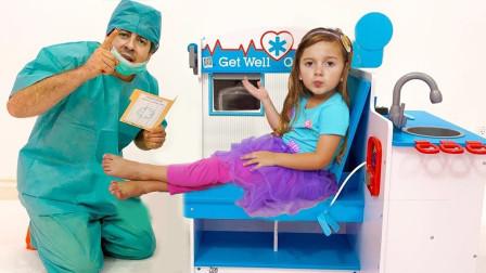 太有趣!医生爸爸在教萌宝小萝莉学习什么知识?可是她学会了吗?儿童亲子益智趣味游戏玩具故事