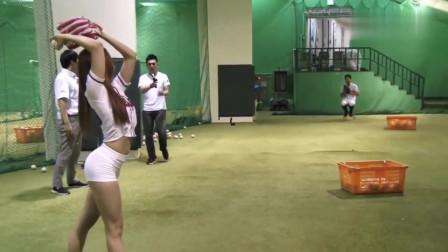 韩国偶像美女棒球开球视频,这身材,接球那个估计流鼻血了!