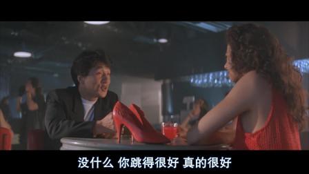 小伙酒吧内邂逅美女,不料引来黑社会老大追杀,逃跑过程笑翻我了!