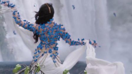 美女跟蝴蝶共舞,男子看到,跳跃几十米宽的大