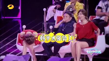 韩国美女一人分饰两角,在舞台上重现经典电视剧情节