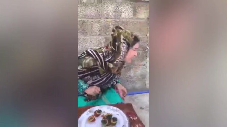 巴基斯坦的美女第一次吃皮蛋