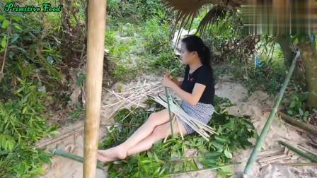 农村美女在河边捉蜗牛,然后烤蜗牛吃,味道真