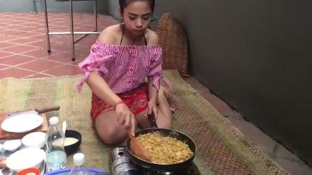 农村美女户外烹饪家乡料理,椰汁炖鱼肉咖喱,