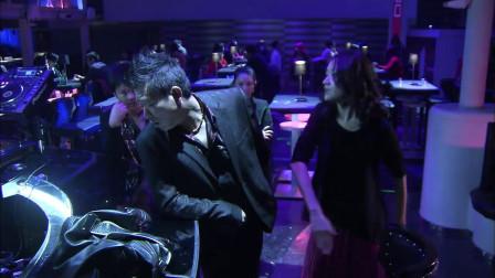 暗警:美女在酒吧等人,遭到小伙纠缠,大哥出