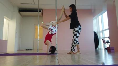 妹子学习钢管舞 ,这项体育项目应该得到大家尊