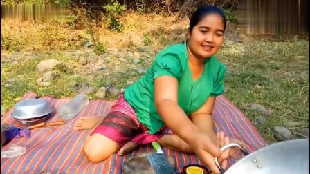 农村美女做芝士火腿焗大虾,鲜甜鲜甜的芝士大