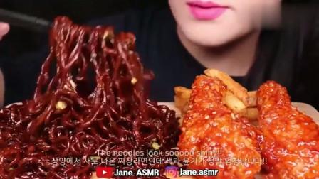 吃播大胃王美女吃韩国脆皮炸鸡和炸酱面,酱那