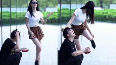 美女街拍:这姑娘,也太凶狠了点吧