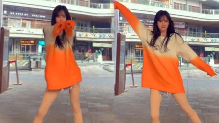 街拍:穿成这样跳舞,小姐姐胆子挺大啊