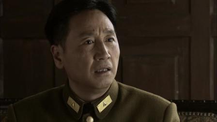 大叔告诉美女任务,并且让她执行,军官却在外面偷听