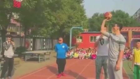 丢人啊!C*A北京队吉喆,小学校园秀投篮,体育