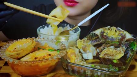 国外美女吃播:吃韩国的流行美食,酱油腌制的