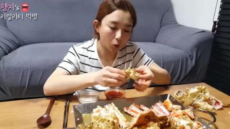 韩国美女吃播,超大一只帝王蟹,准备好膜拜吧