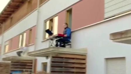 意大利不愧盛产音乐家,请欣赏居家隔离的阳台