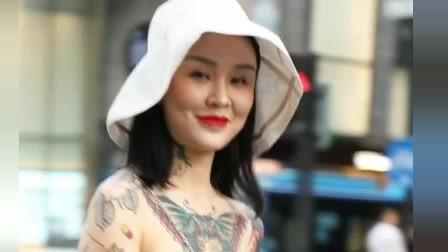 街拍:小姐姐的纹身是不是特别特别酷?