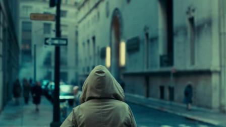 小丑:男子跟踪美女,美女却丝毫未察觉,一路