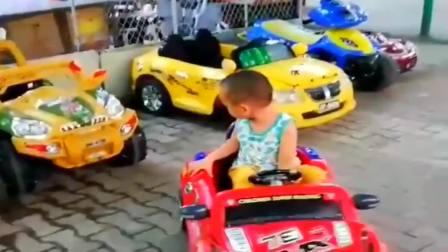 搞笑视频:安徽小家伙,帮叔叔考个科目二去呗