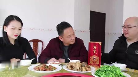 客家话搞笑视频,两个男人为了喝酒,真是歪理