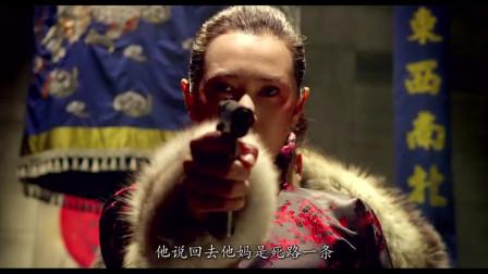 美女拿起枪就对着张涵予,可他自信的都不闪躲