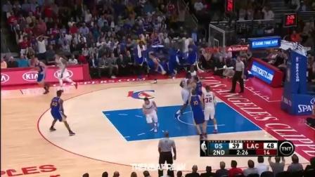 NBA赛场30分钟集锦,各种劈扣灌篮、三分绝杀以及失误