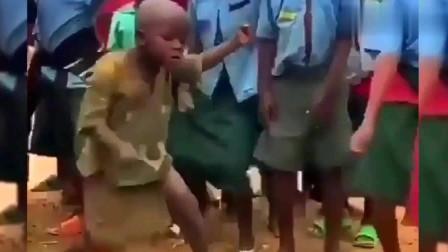 搞笑视频:非洲舞王,尼古拉斯.黑娃
