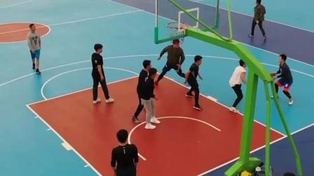 各地体育场所陆续开放 市民健身锻练踊跃