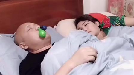 家庭中恶搞的妻夫,老公用呼噜吹气球,真是太
