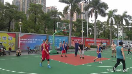 周末早晨体育馆篮球场打比赛,先后两个远投进