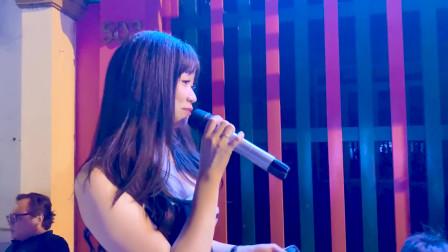 越南美女街头翻唱《爱拼才会赢》太好听了