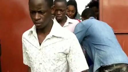 非洲工厂下班了,看看美女多不多,出门检查