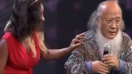 中国大叔娶非洲媳妇,现场要爆料洋媳妇糗事,