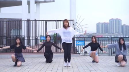 美女们硬刚韩国女团舞,全程如群魔乱舞,网友