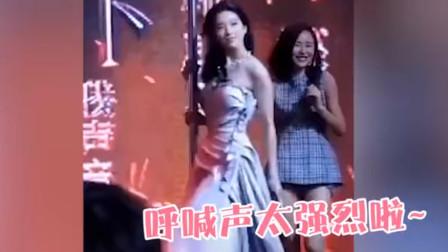 刘亦菲江一燕互飚钢管舞,神仙姐姐害羞放不开