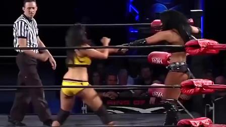 职业摔角:女摔跤手把对手当做钢管,还跳起了