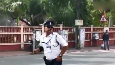 搞笑,幽默的印度交警能让你笑的淌眼泪,好看